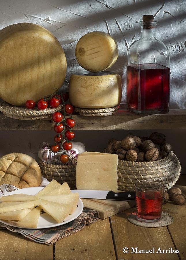 Bodegón con quesos. Fotografía de producto
