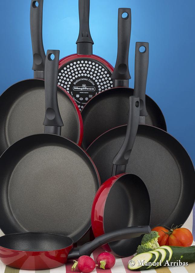 Sartenes, menaje cocina. Fotografía de producto